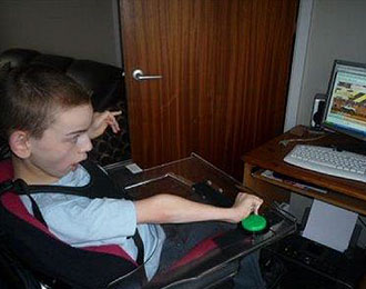 Colin McDonnell playing an on-line one-switch game on a early 2000s PC.